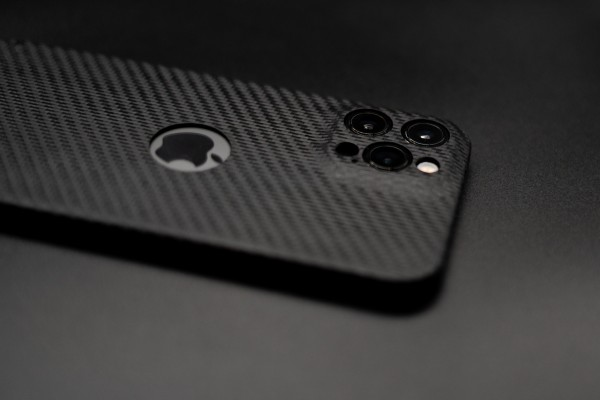 Carbon Cover iPhone 12 Pro con Logowindow